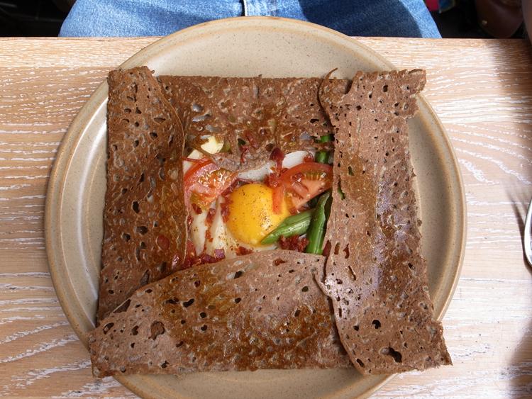 galette med æg, asparges og chorizo